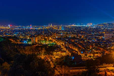 Foto de Night aerial view of Barcelona in Spain - Imagen libre de derechos