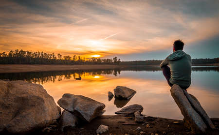 Foto de Sunset views full of colors in a reservoir with calm waters - Imagen libre de derechos