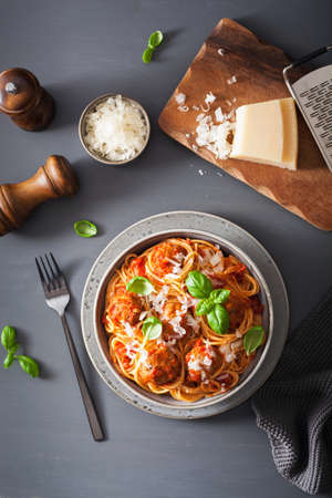 Photo pour spaghetti with meatballs and tomato sauce, italian pasta - image libre de droit