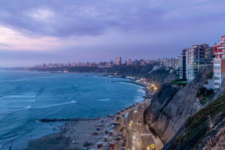 Foto de The Pacific coast of Miraflores in Lima, Peru - Imagen libre de derechos