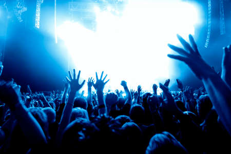Photo pour silhouettes of concert crowd in front of bright stage lights - image libre de droit
