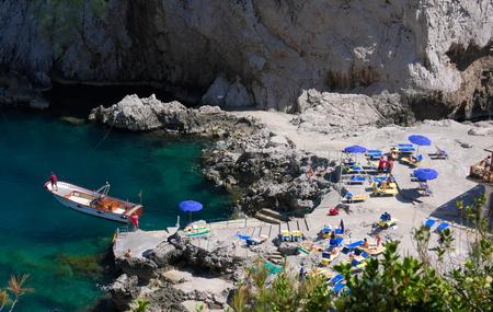Foto de bathing between rocks -I- Capri - Italy - Imagen libre de derechos