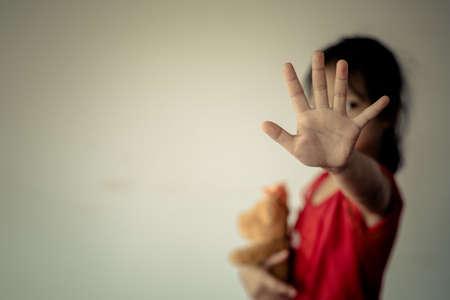 Photo pour Stop abusing violence. violence, terrified , A fearful child.Stop abusing violence. violence, terrified , A fearful child - image libre de droit