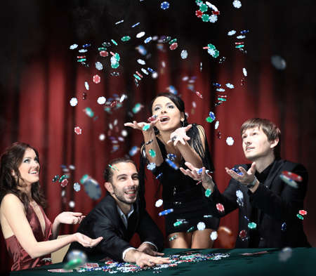 Foto de Young people have a good time in casino - Imagen libre de derechos