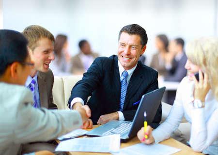 Foto für Business people shaking hands, finishing up a meeting - Lizenzfreies Bild