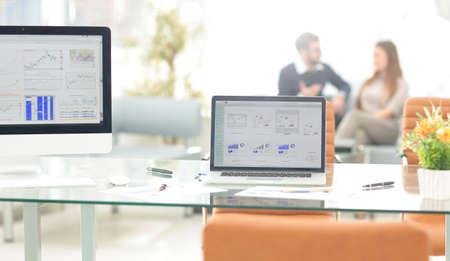 Foto de Interior of the modern office. Job computer - Imagen libre de derechos