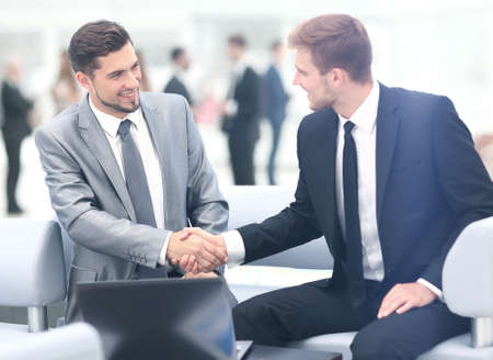 Foto de Business people shaking hands during a meeting - Imagen libre de derechos