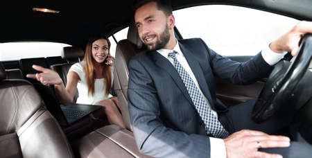 Photo pour Side view of pretty couple in car. cropped image. - image libre de droit