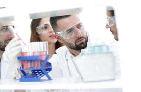 Foto de closeup of a group of scientists and pharmacists in the laboratory. - Imagen libre de derechos