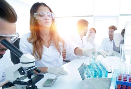 Foto de Scientists examining in the lab with test tubes. - Imagen libre de derechos