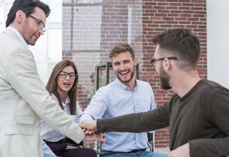 Foto de business team makes an important decision - Imagen libre de derechos