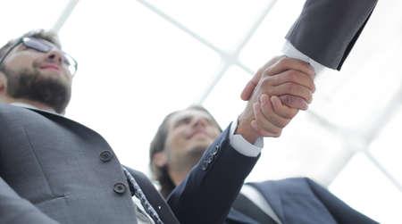 Foto de Cropped image of business people shaking hands - Imagen libre de derechos
