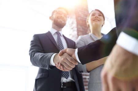Photo pour friendly handshake of business people. - image libre de droit