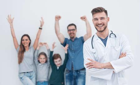Photo pour portrait of a family doctor on the background of his happy patients - image libre de droit