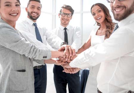 Foto de business team showing their unity - Imagen libre de derechos