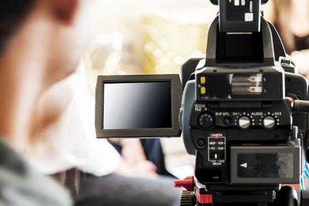 Foto de blurred man with video camera - Imagen libre de derechos