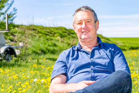 Photo pour Man enjoys the leisure time in a flower meadow - image libre de droit