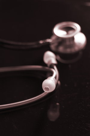 Photo pour Doctors medical stethoscope used by doctor o nurse to listen to patient heartbeat in hospital. - image libre de droit