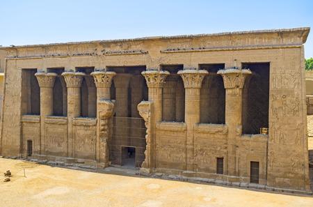 Photo pour The ancient Temple of Khnum in Esna is the notable landmark of Upper Egypt. - image libre de droit