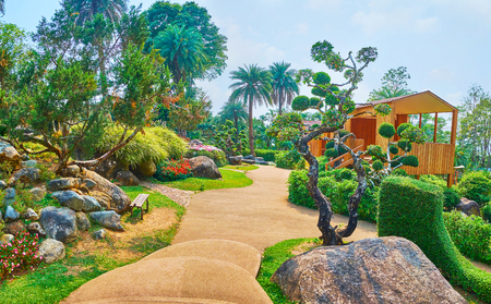 Foto de Mae Fah Luang garden is nice place for the pleasant walk among the topiary plants, Alpine lawns, evergreen and perennial species, Doi Tung, Thailand - Imagen libre de derechos