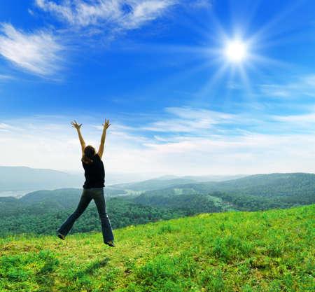 Foto de Young woman enjoying the fresh air. - Imagen libre de derechos