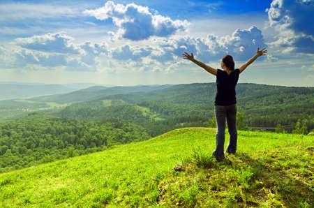 Photo pour Young woman enjoying the fresh air. - image libre de droit