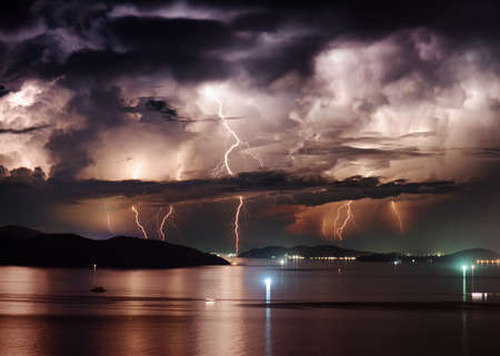 Photo pour Beautiful view of dramatic stormy sky and lightning over Nha Trang Bay of South China Sea in Khanh Hoa province at night in Vietnam. Nha Trang city is a popular tourist destination of Asia. - image libre de droit