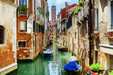 Foto de The Rio di San Cassiano Canal with boats and colorful facades of old medieval houses in Venice, Italy. Bell-tower of San Cassiano (Church of Saint Cassian) is visible in background. - Imagen libre de derechos