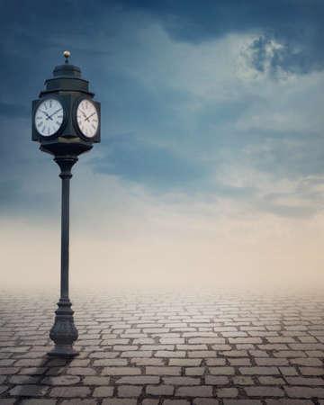 Foto de Vintage outdoor street clock outdoor - Imagen libre de derechos