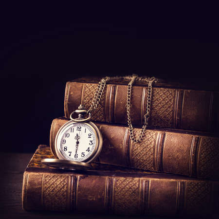 Photo pour Old vintage books and a watch - image libre de droit