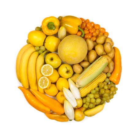 Photo pour Circle of yellow fruits and vegetables isolated on a white background - image libre de droit