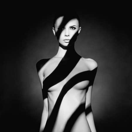 Photo pour Fashion art studio portrait of elegant naked lady with shadow on her body - image libre de droit