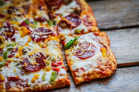 Photo pour pepperoni pizza - image libre de droit