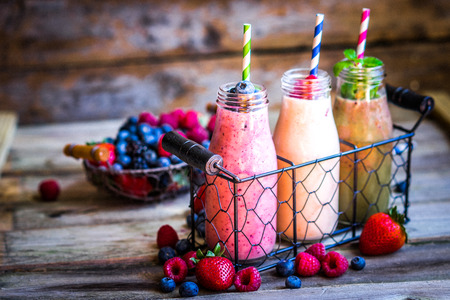 Photo pour Fresh smoothies - image libre de droit