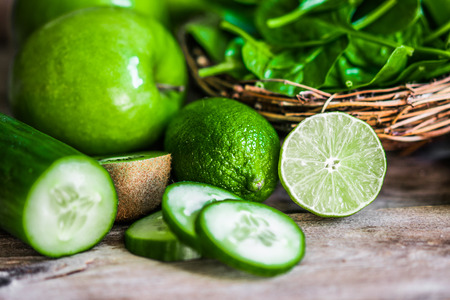 Photo pour Mix of green fruits and vegetables on rustic wooden background - image libre de droit