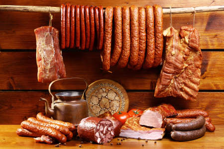 Photo pour Country table with sausage and ham - image libre de droit