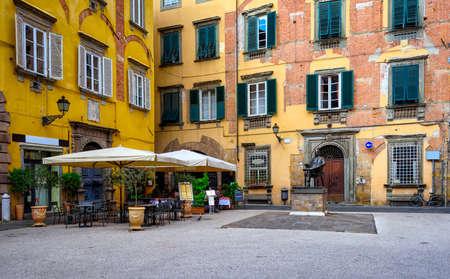 Photo pour Old cozy street in Lucca, Italy - image libre de droit