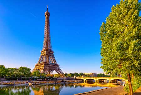 Foto de View of Eiffel Tower and river Seine at sunrise in Paris, France. Eiffel Tower is one of the most iconic landmarks of Paris - Imagen libre de derechos