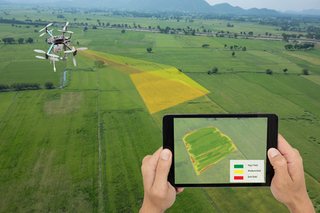 Foto de drone for agriculture, drone use for various fields like research analysis, safety,rescue, terrain scanning technology, monitoring soil hydration ,yield problem and send data to smart farmer on tablet - Imagen libre de derechos