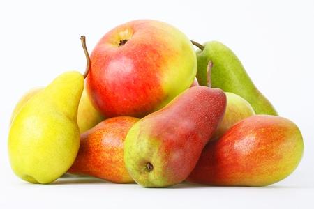 Photo pour Fresh pears and apples on a light background - image libre de droit