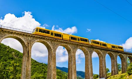 Photo pour The Yellow Train (Train Jaune) on Sejourne bridge - France, Pyrenees-Orientales - image libre de droit