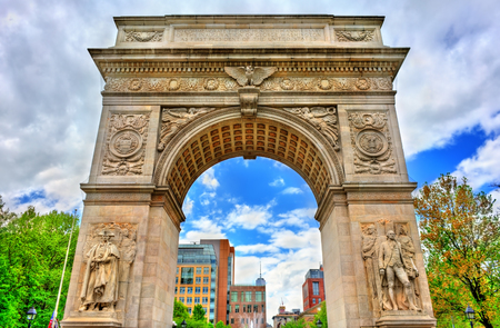 Foto de The Washington Square Arch, a marble triumphal arch in Manhattan, New York City - Imagen libre de derechos