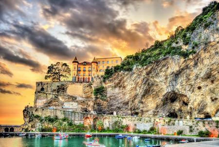 Photo pour View of Maiori on the Amalfi coast in Campania, Italy - image libre de droit