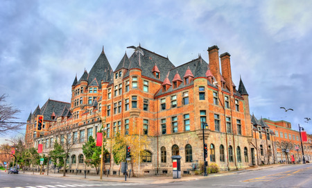 Foto de Place Viger, a historic hotel and train station in Montreal - Quebec, Canada. Built in 1898 - Imagen libre de derechos