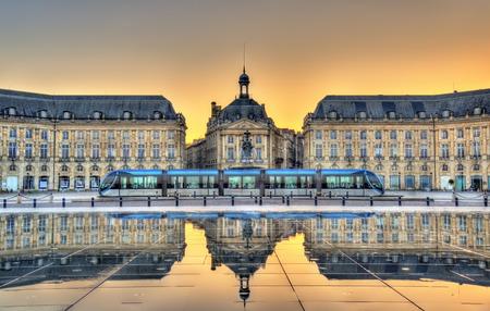 Foto de Place de la Bourse reflecting from the water mirror in Bordeaux - France, Gironde - Imagen libre de derechos
