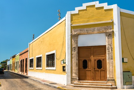Photo pour Traditional houses in San Francisco de Campeche, Mexico - image libre de droit
