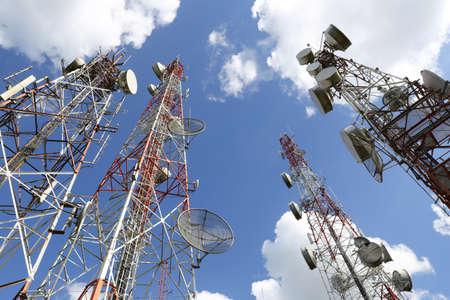 Photo pour Telecommunication tower with blue sky and cloud - image libre de droit