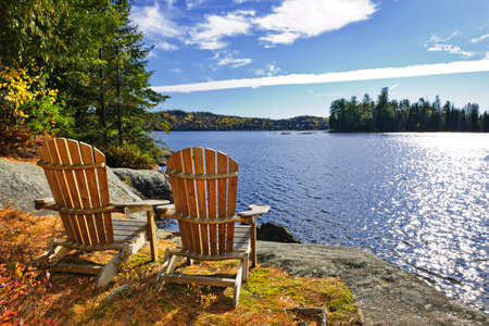 Foto de Adirondack chairs at shore of  Lake of Two Rivers, Ontario, Canada - Imagen libre de derechos