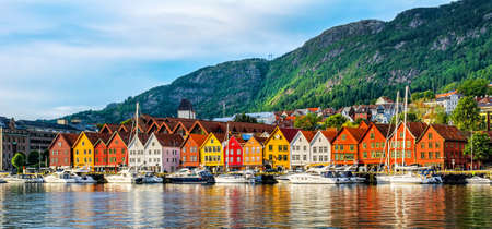 Foto de Bergen, Norway. View of historical buildings in Bryggen- Hanseatic wharf in Bergen, Norway. - Imagen libre de derechos