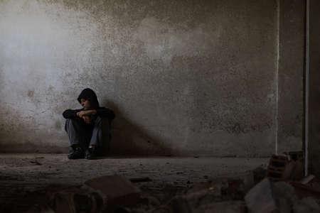Foto de Dark Mood, Psychological Distress, Mental Illness and Addiction themed - Imagen libre de derechos